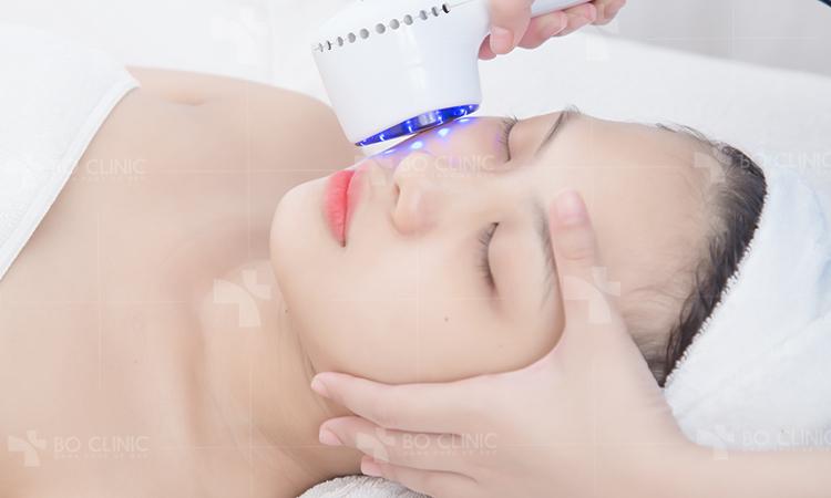 Dưỡng chất arbutin sẽ được đưa vào da dưới sự tác động của icon điện di