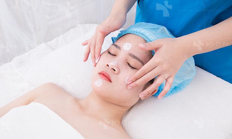 Kết hợp làm sạch da, tẩy tế bào chết giúp lỗ chân lông thông thoáng