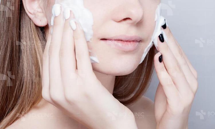 Da hỗn hợp chỗ nhờn chỗ khô làm sao chăm sóc da tại nhà?