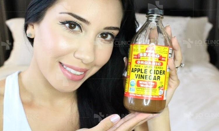 Giấm táo vừa rẻ tiền vừa trị mụn và thâm hiệu quả