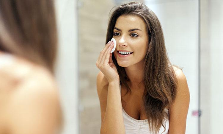 Sử dụng dầu mù u trị sẹo tương tự những sản phẩm kem trị sẹo khác
