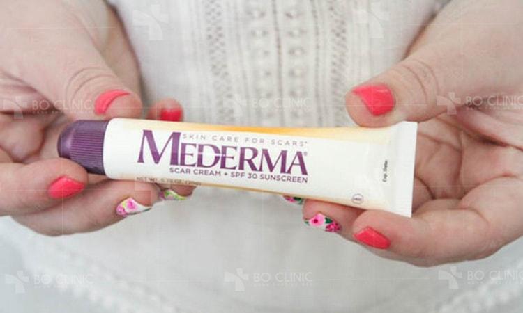 Mederma trị sẹo là một dòng kem và gel thực vật giúp giảm sự xuất hiện của sẹo và vết rạn da, có thể dùng điều trị da tại nhà không cần toa Bác sĩ.