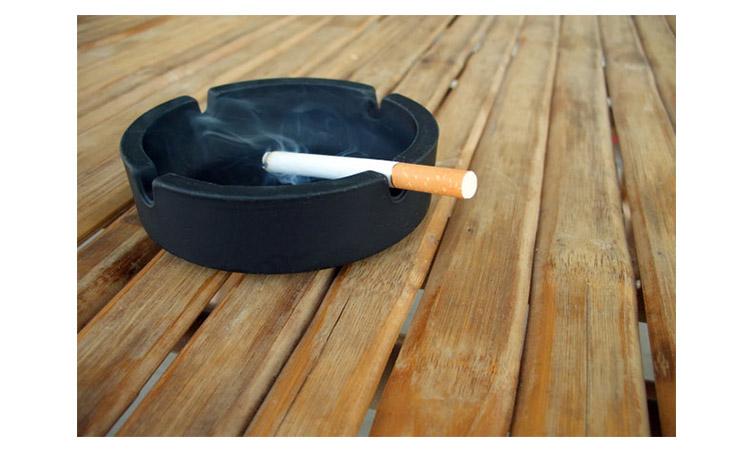 Hút thuốc lá không những có hại cho phổi mà còn khiến quá trình lão hóa da nhanh hơn