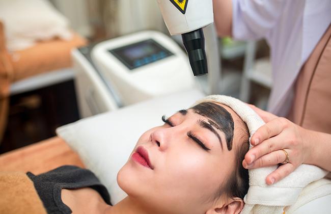 Laser Co2 còn giúp da thải độc, loại bỏ các chất bẩn nằm sâu trong nang lông