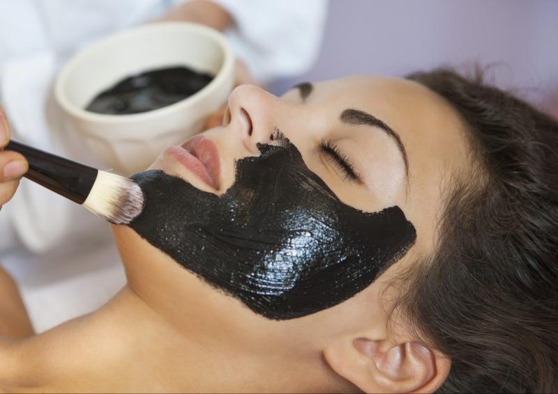 Laser Toning Co2 than hoạt tính thải độc tố và giải quyết hầu hết các vấn đề về da.