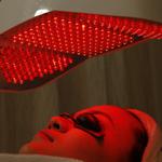 Ánh sáng sinh học điều trị mụn giúp ngăn chặn các vi khuẩn gây ra mụn, giúp da sạch mụn