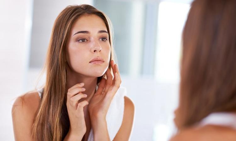 Sử dụng dầu tầm xuân như serum giúp ngăn chặn quá trình lão hóa da