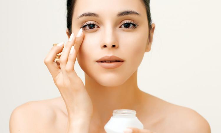 7 sai lầm khi sử dụng kem dưỡng mắt