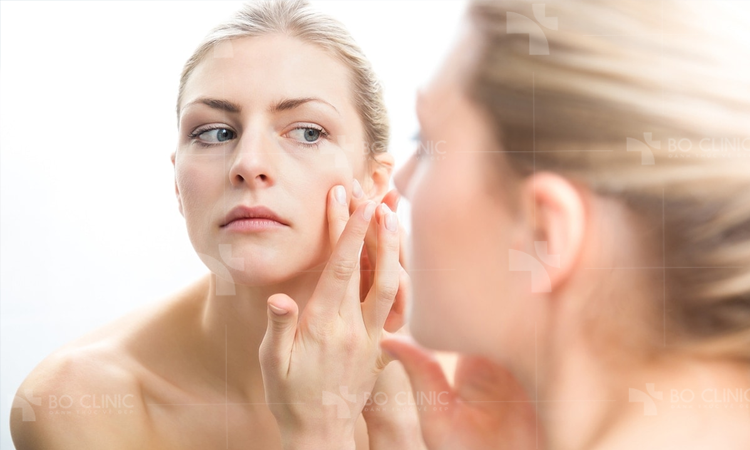 Theo thời gian tế bào gốc hoạt động kém dần nên da xuất hiện các dâu hiệu lão hóa như da sạm màu, nếp nhăn
